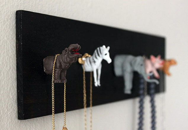 33 clever and decorative ways to keep your jewelry organized page 2 list inspired - Clever diy ways keep jewelry organized ...