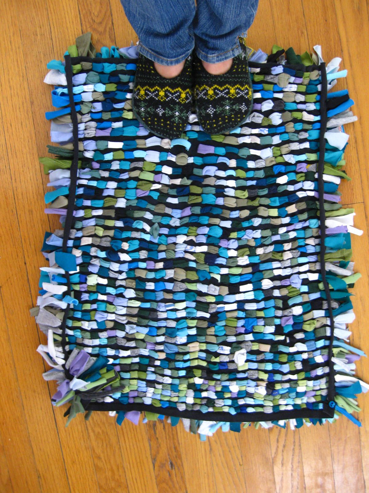 40 amazing rugs that you can make yourself without for How to make rugs out of old t shirts