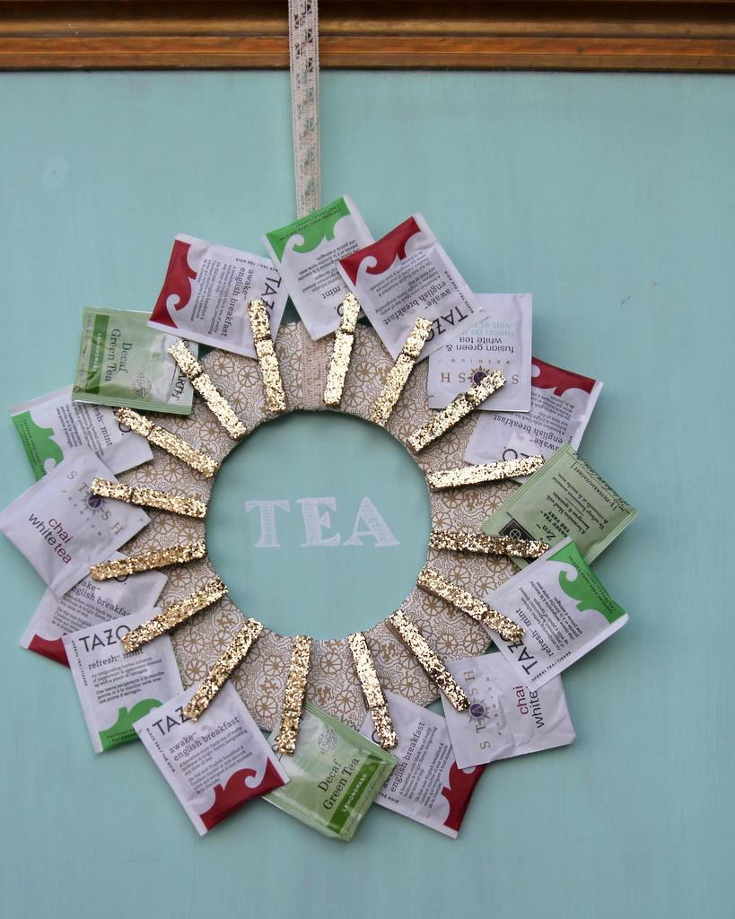 50 adorable diy projects you can make with clothespins for Christmas clothespin crafts