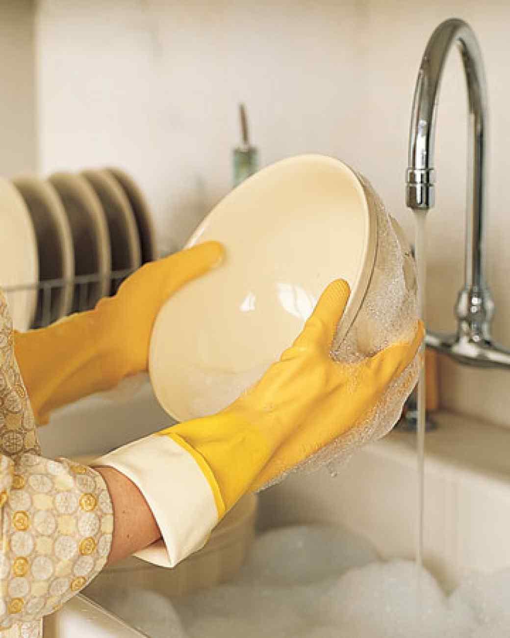 40 hacks to make washing dishes easier list inspired - Dish washing tips ...
