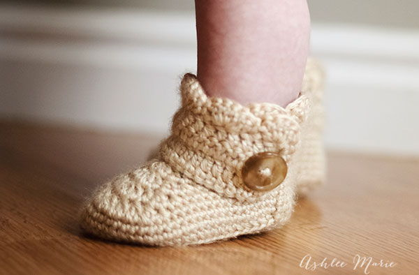 Crochet Wrap Around Button Baby Boots Pattern : 35 Cute Crochet Baby Booties Ideas You Can Easily Make ...