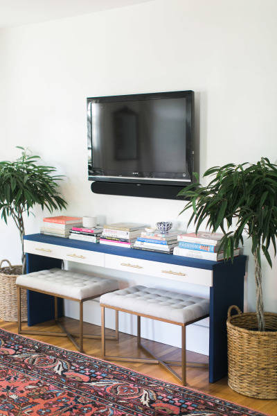 Merveilleux Console Table: We Love Ourselves A Good Ikea Hack. Oh Yes We Do. This  Version Is Courtesy Of Our In House Design Star, Jess. She Was On The  Lookout For A ...
