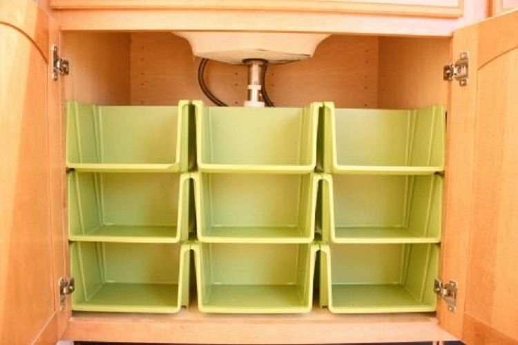 35 creative diy storage solutions for people with small for Creative small space storage solutions