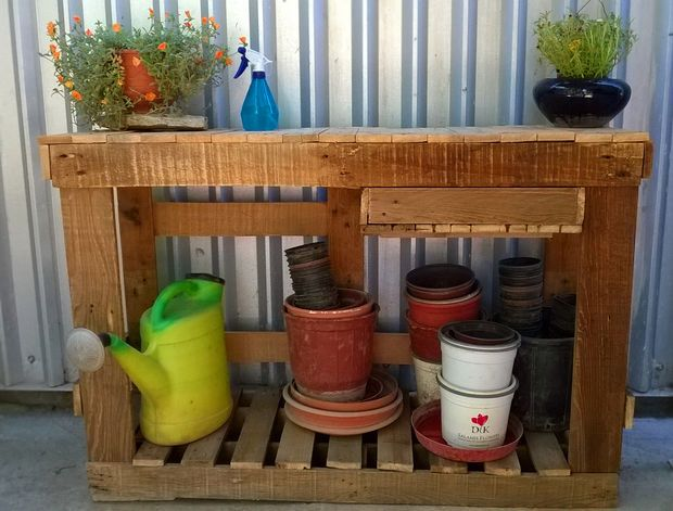 Simple Pallet Potting Bench