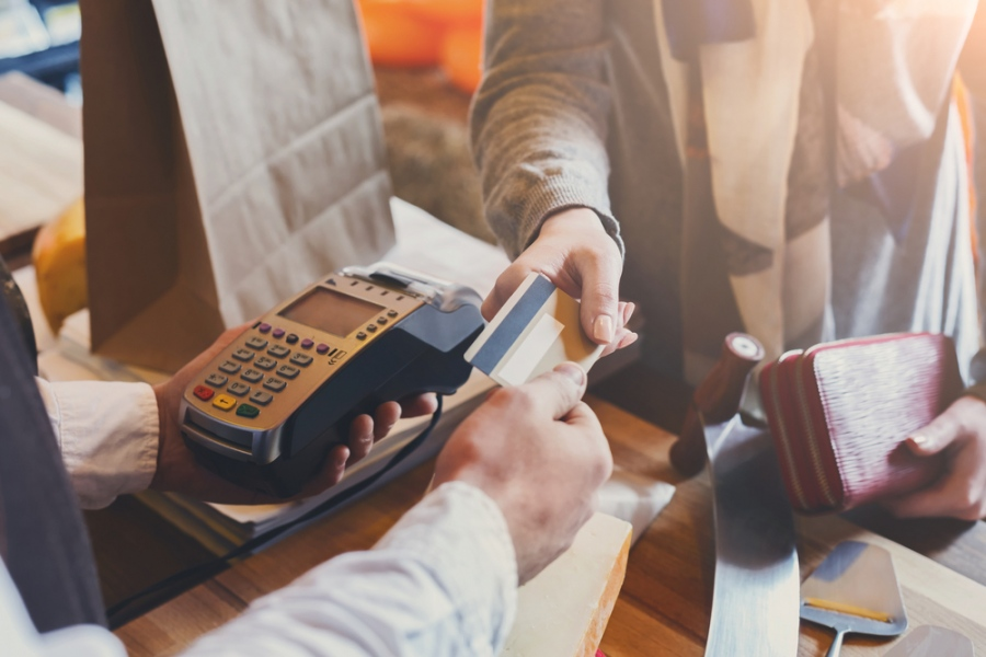 8 Ways In Which You Can Use Your Credit Card To Manage Finances